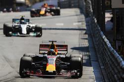 Даниэль Риккардо, Red Bull Racing RB13, Валттери Боттас, Mercedes AMG F1 W08