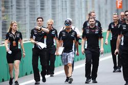Sergio Pérez, Force India camina por el circuito con el equipo