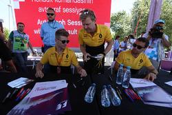 Гонщики Renault Sport F1 Team Нико Хюлькенберг и Джолион Палмер