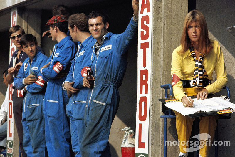 Matra mechanics and Jackie Stewart's wife, Helen