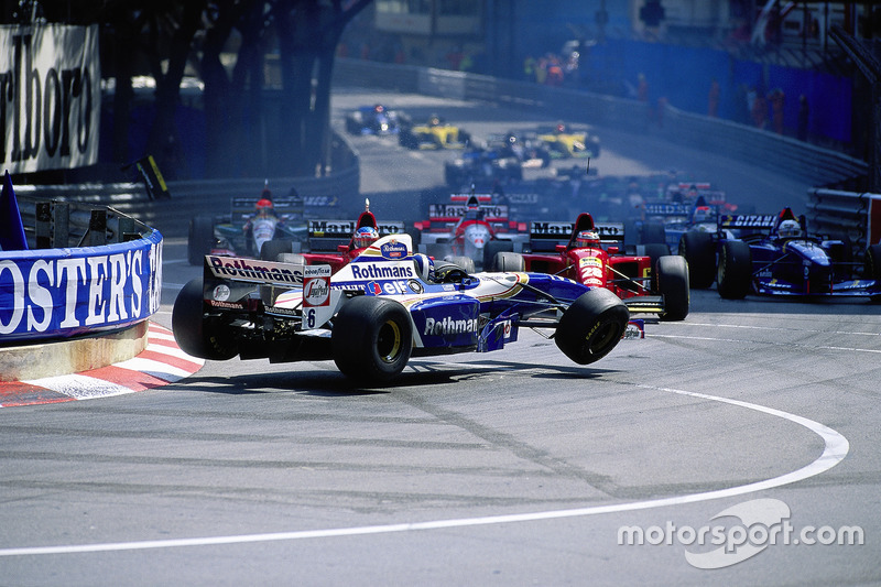 1995 - Kecelakaan di St. Devote: David Coulthard, Williams-Renault, Gerhard Berger, Jean Alesi, Ferrari