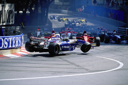 Crash: David Coulthard, Williams FW17B; Jean Alesi, Ferrari 412T2; Gerhard Berger, Ferrari 412T2