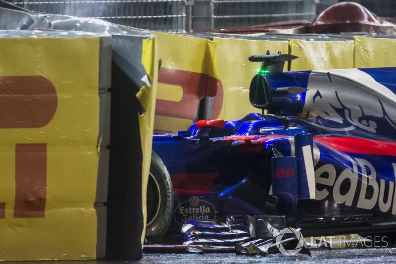 The wrecked Daniil Kvyat Scuderia Toro Rosso STR12