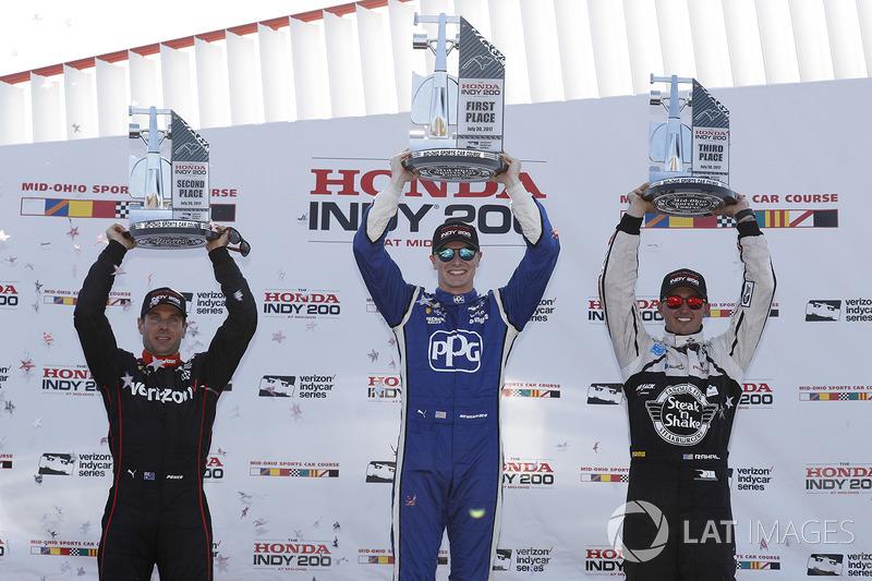 Podio: ganador de la carrera Josef Newgarden, Team Penske Chevrolet, segundo lugar Will Power, Team