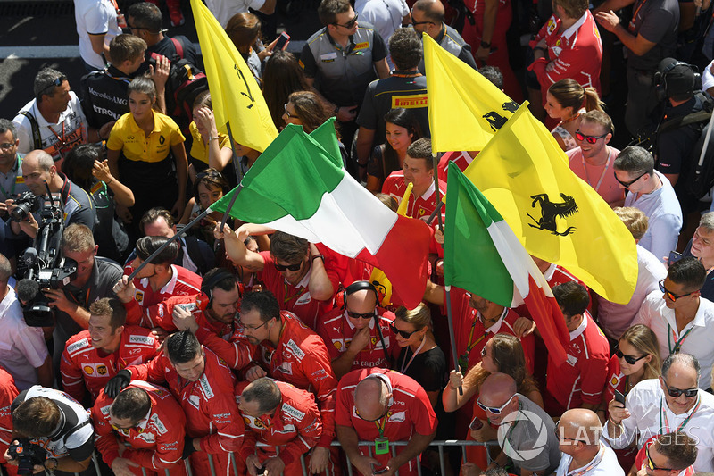 Ferrari celebran en parc ferme