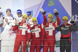LMP1 privé podium: first place #13 Rebellion Racing Rebellion R-One AER: Matheo Tuscher, Dominik Kraihamer, Alexandre Imperatori