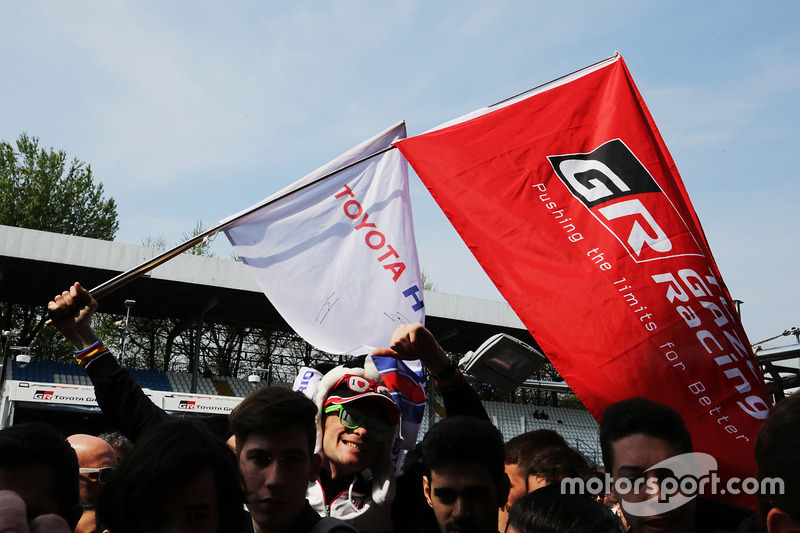 Toyota Racing fans
