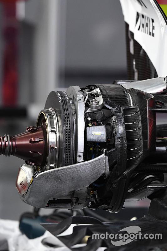 法拉利SF70H赛车后轮制动细节图