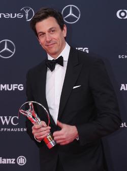 Toto Wolff, Direktör, Mercedes AMG F1, Laureus yılın takımı ödülü ile
