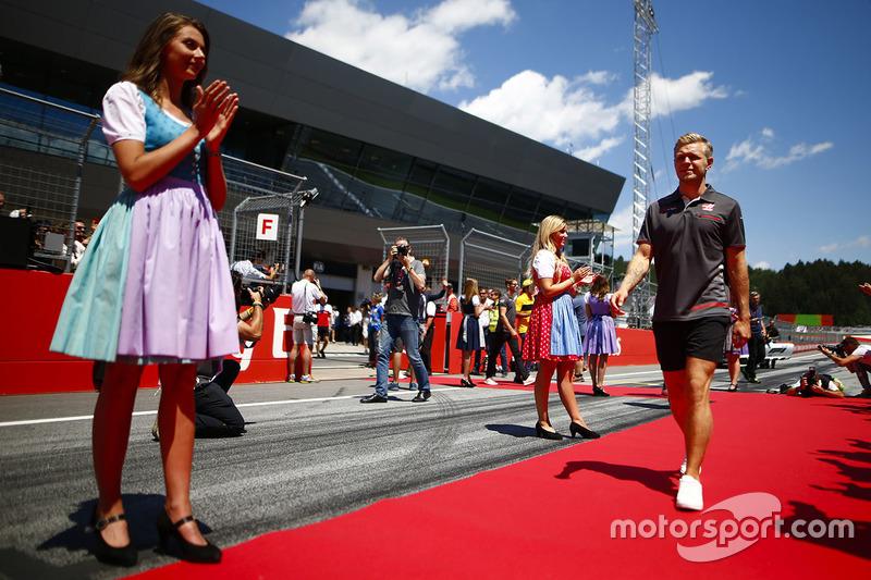 Grid kızları, Kevin Magnussen, Haas F1 Team
