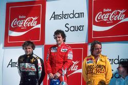 Podium : le vainqueur Alain Prost, le deuxième Keke Rosberg, le troisième Elio de Angelis