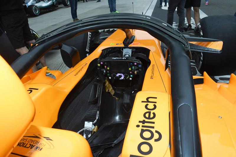 Kokpit McLaren MCL33
