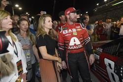 Dale Earnhardt Jr., Hendrick Motorsports Chevrolet, mit Ehefrau Amy Reimann
