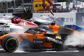 Авария: Фернандо Алонсо, McLaren MCL33