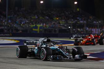 Lewis Hamilton, Mercedes AMG F1 W09 EQ Power+, Sebastian Vettel, Ferrari SF71H