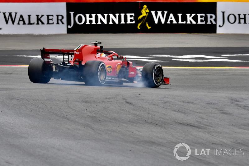 Sebastian Vettel, Ferrari SF71H locks front tyre