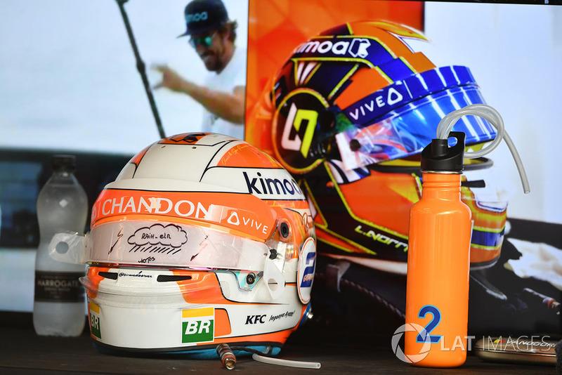 Los cascos de Lando Norris, McLaren y Stoffel Vandoorne, McLaren