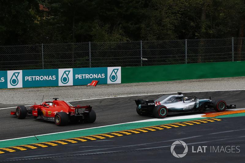 Kollision: Sebastian Vettel, Ferrari SF71H. Lewis Hamilton, Mercedes AMG F1 W09