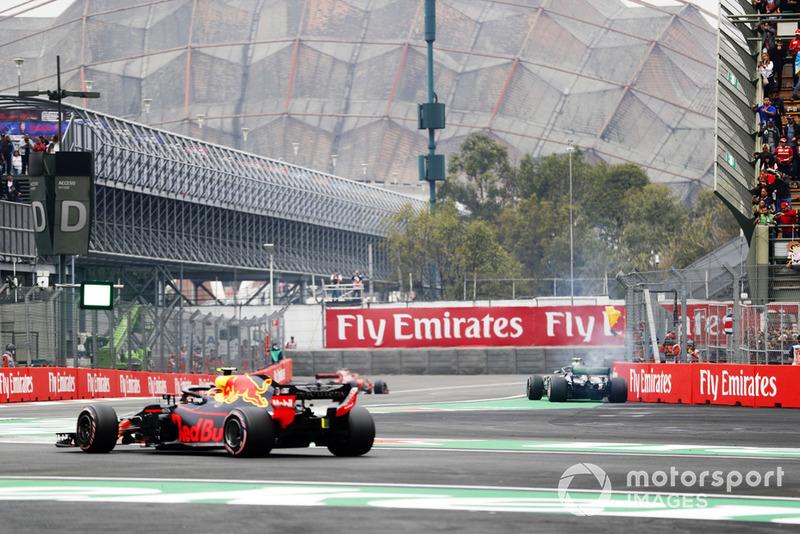 Valtteri Bottas, Mercedes AMG F1 W09 EQ Power+, detenido en pista