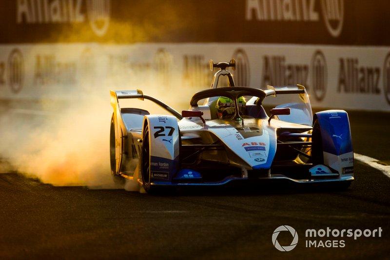 Alexander Sims, BMW I Andretti Motorsports, BMW iFE.18, locks up