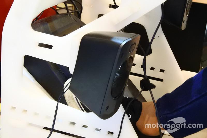 Speaker, rig simulator balap GT-ONE, HM Engineering