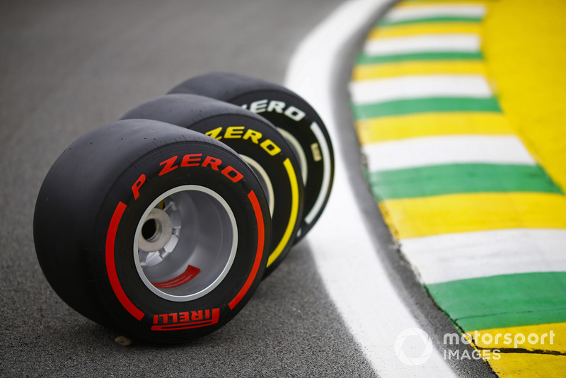 Les pneus Pirelli (supertendre, tendre, medium) sur la piste