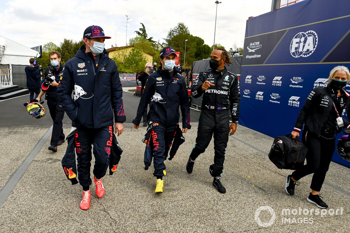 Max Verstappen, Red Bull Racing, Sergio Perez, Red Bull Racing anDrivers Pole Sitter Lewis Hamilton, Mercedes walking to the Press Conference