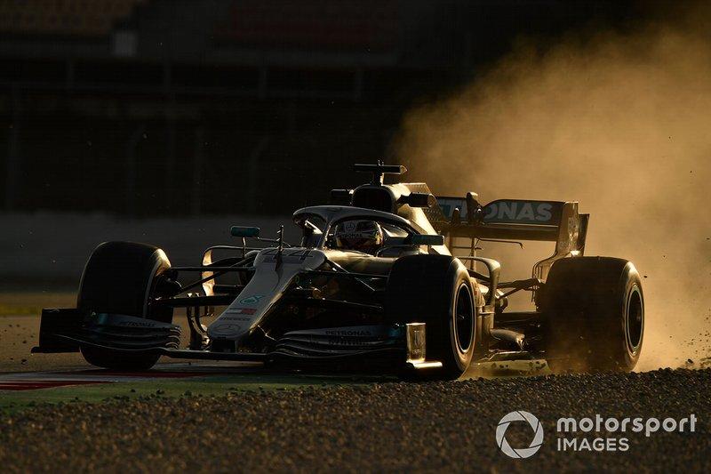 Lewis Hamilton, Mercedes-AMG F1 W10 EQ Power+ runs wide