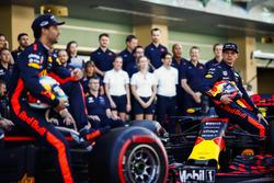 Daniel Ricciardo, Red Bull Racing, Max Verstappen, Red Bull Racing bij de teamfoto