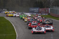 Start: #7 Acura Team Penske Acura DPi, P: Helio Castroneves, Ricky Taylor leads
