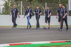 Esteban Ocon, Force India F1 camina por la pista
