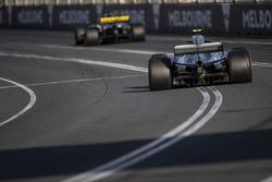 Nico Hulkenberg, Renault Sport F1 Team R.S. 18, leads Valtteri Bottas, Mercedes AMG F1 W09