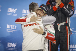 Podium: Esteban Guerrieri, Honda Racing Team JAS, Honda Civic WTCC met Tiago Monteiro, Honda Racing Team JAS, Honda Civic WTCC