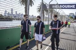 Sergio Pérez, Force India, camina la pista.