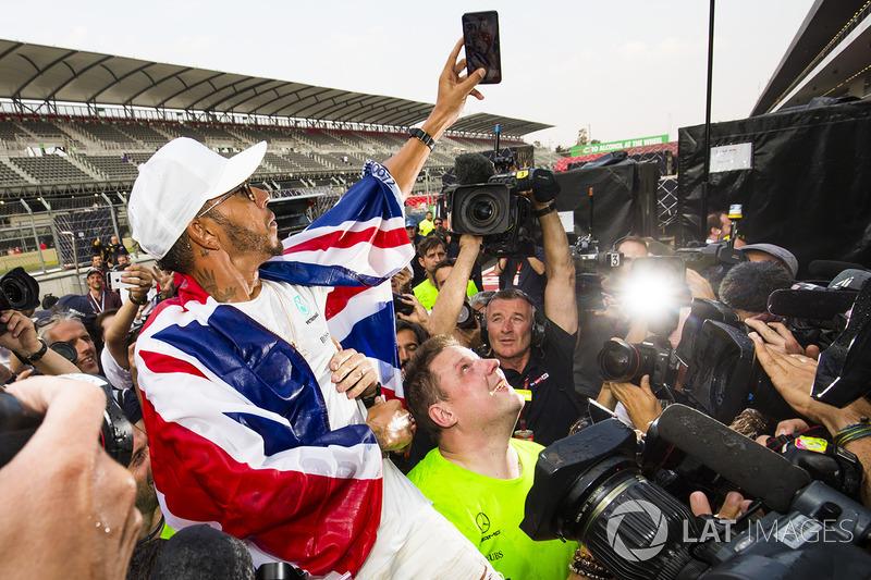 2. 2017 Dünya Şampiyonu Lewis Hamilton, Mercedes AMG F1