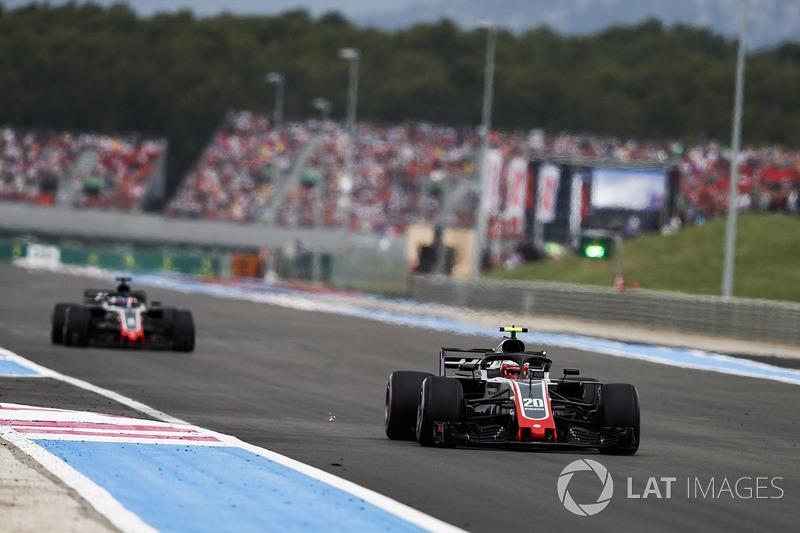 Kevin Magnussen, Haas F1 Team VF-18, precede Romain Grosjean, Haas F1 Team VF-18