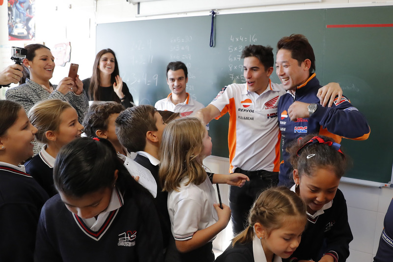 Dani Pedrosa dan Marc Marquez, Repsol Honda Team bersama murid-murid sekolah