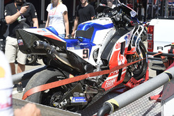 Danilo Petrucci, Pramac Racing, broken down bike