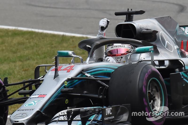 Льюис Хэмилтон выиграл гонку, несмотря на старт с 14-й позиции после поломки машины в квалификации. Эта победа стала для гонщика 66-й в Формуле 1 и 44-й в его карьере за Mercedes. Для команды это 80-й успех в Ф1, а для моторов Mercedes – 166-й. У Renault сейчас 168 выигранных гонок.