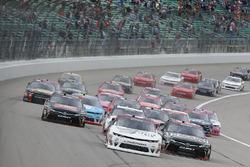 Tyler Reddick, Chip Ganassi Racing Chevrolet, Erik Jones, Joe Gibbs Racing Toyota