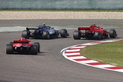 Kimi Raikkonen, Ferrari SF71H, Valtteri Bottas, Mercedes AMG F1 W09, e Sebastian Vettel, Ferrari SF71H