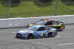 Kevin Harvick, Stewart-Haas Racing, Ford Fusion Busch Beer and Martin Truex Jr., Furniture Row Racing, Toyota Camry Bass Pro Shops/5-hour ENERGY