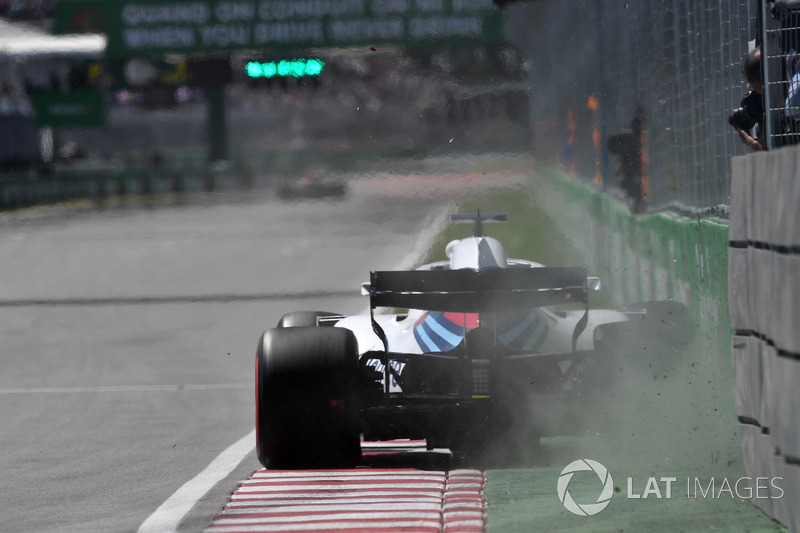 Lance Stroll, Williams FW41 hits Champions Wall in FP1