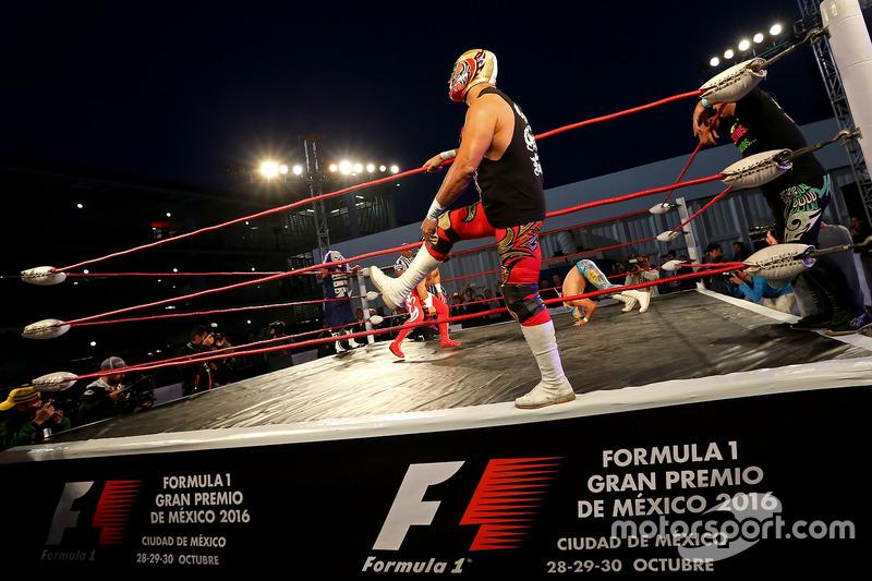مصارعين مكسيكيين
