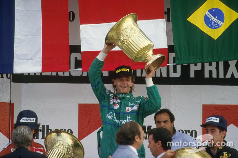 Podio: ganador de la carrera Gerhard Berger, Benetton