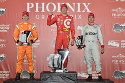 Подиум: победитель гонки - Скотт Диксон, Chip Ganassi Racing Chevrolet, второе место - Симон Пажено,