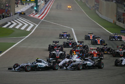 Start action: Nico Rosberg, Mercedes AMG F1 Team W07 and Lewis Hamilton, Mercedes AMG F1 Team W07