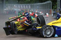 Unfall: Lucas di Grassi, ABT Schaeffler Audi Sport; Sébastien Buemi, Renault e.Dams