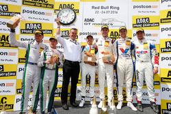 Podium: Sieger #17 KÜS TEAM 75 Bernhard, Porsche 911 GT3 R: David Jahn, Kévin Estre; 2. #8 Bentley Team ABT, Bentley Continental GT3: Fabian Hamprecht, Christer Jöns; #77 Callaway Competition, Corvette C7 GT3: Jules Gounon, Daniel Keilwitz