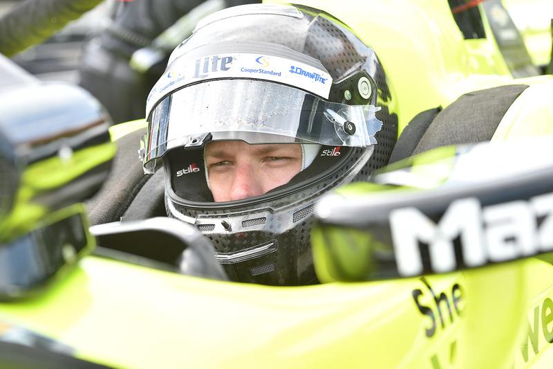 Brad Keselowski Equipo Penske, maneja  IndyCar de Simon Pagenaud